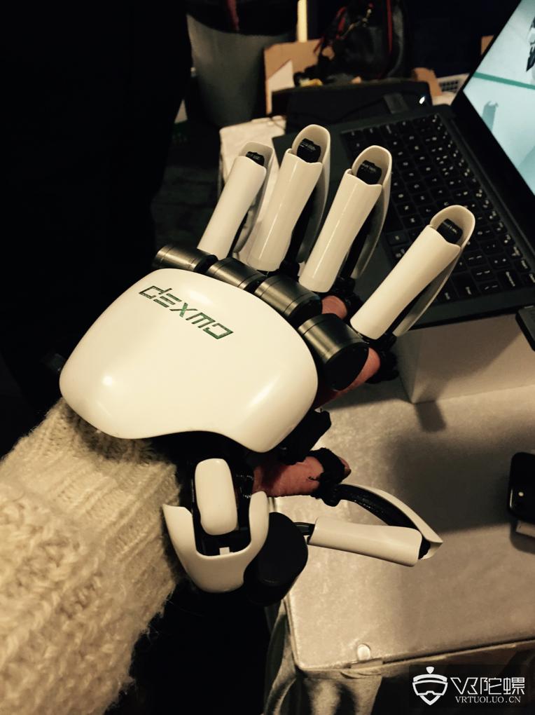 VR力反馈手套Dexmo开发商获数千万元融资,CEO:今年目标营收超千万