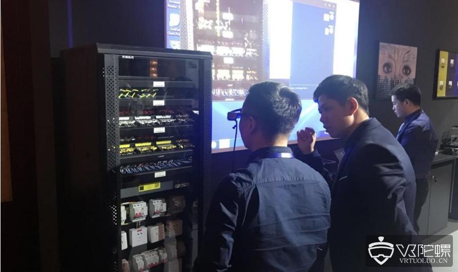 现场演示AR眼镜的工业应用,远程指导系统