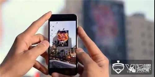 彭博社:苹果明年或为iPhone/iPad配备3D AR摄像头;环球影业多人大空间VR系统专利公布