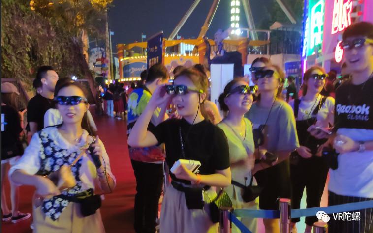 2000台AR眼镜落地欢乐谷,国内首次C端大规模应用意味着什么?
