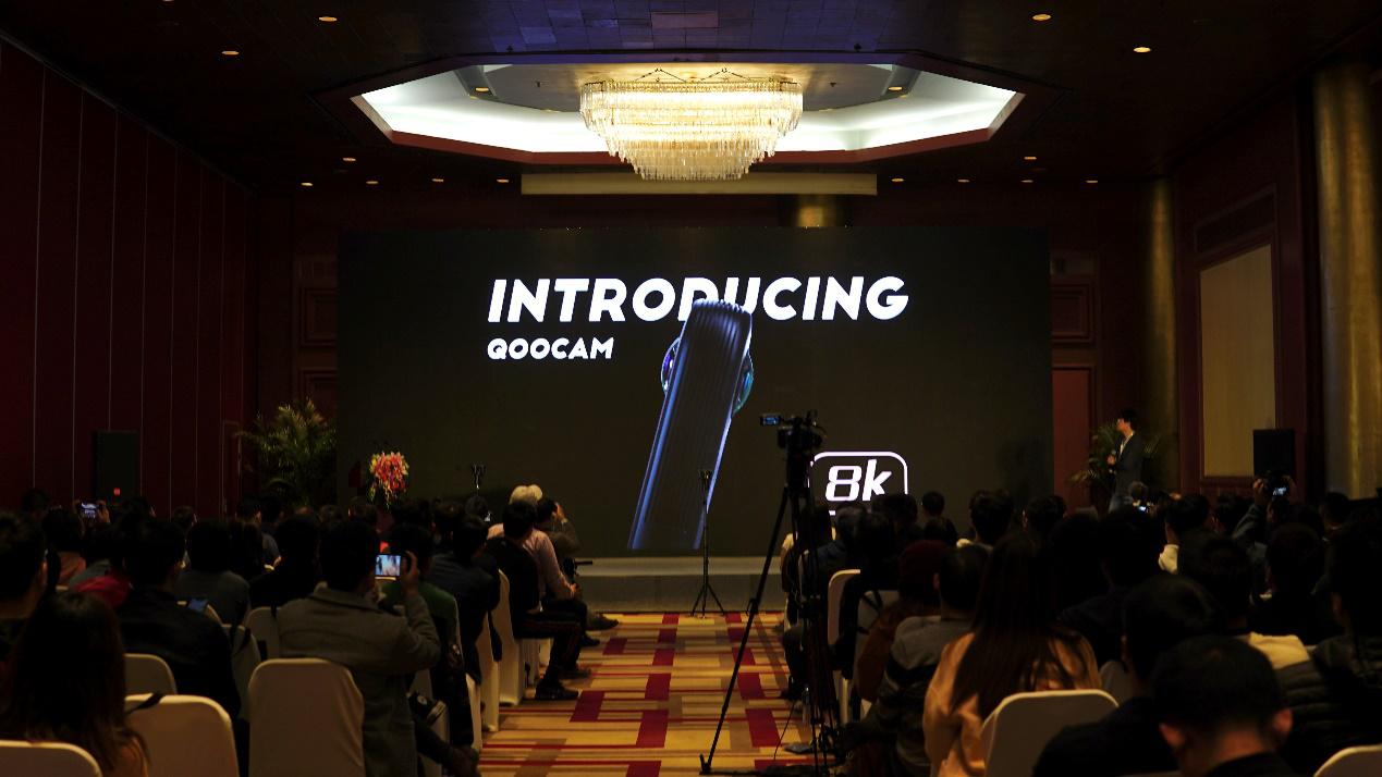 看到科技发布全球首款8K口袋全景相机QooCam8K