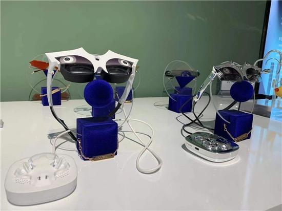 Percy Lau联名款AR眼镜am glass推出,艺术时尚与AR能否碰撞出新的可能?