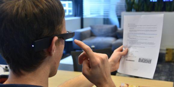 Envision结合AI技术及Google Glass推视障眼镜解决方案