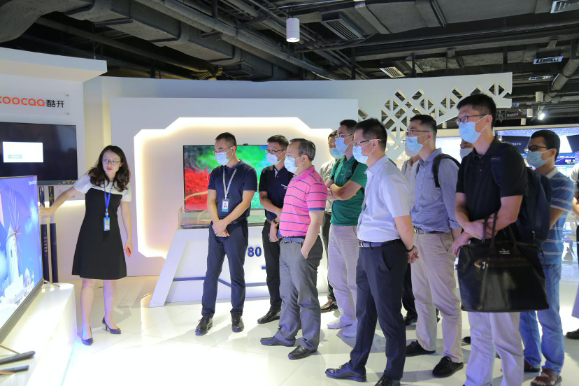 中国电信号百控股董事长李安民考察创维5G VR产业发展