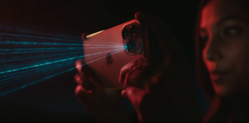 iPhone 12 Pro搭载LiDAR,实现虚拟物体精准放置和低光场景自动对焦功能