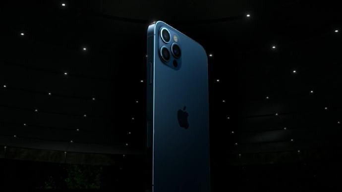 iPhone 12系列开启苹果手机5G时代,售价699美元起