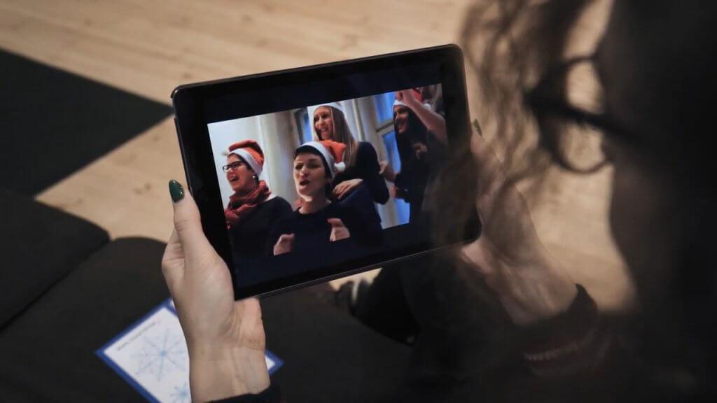 《Overly》等平台采用AR技术助力营造节日气氛