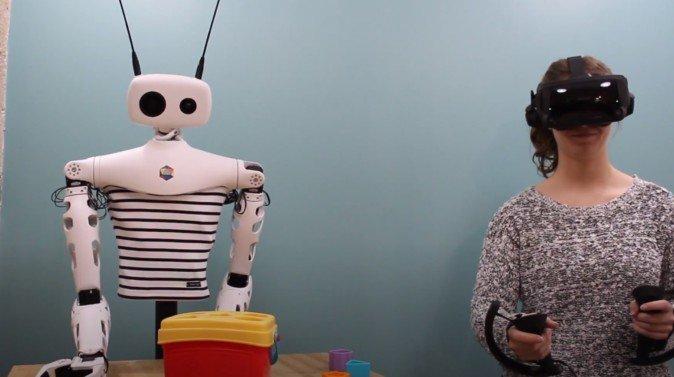 法国创企使用VR设备远程操控机器人