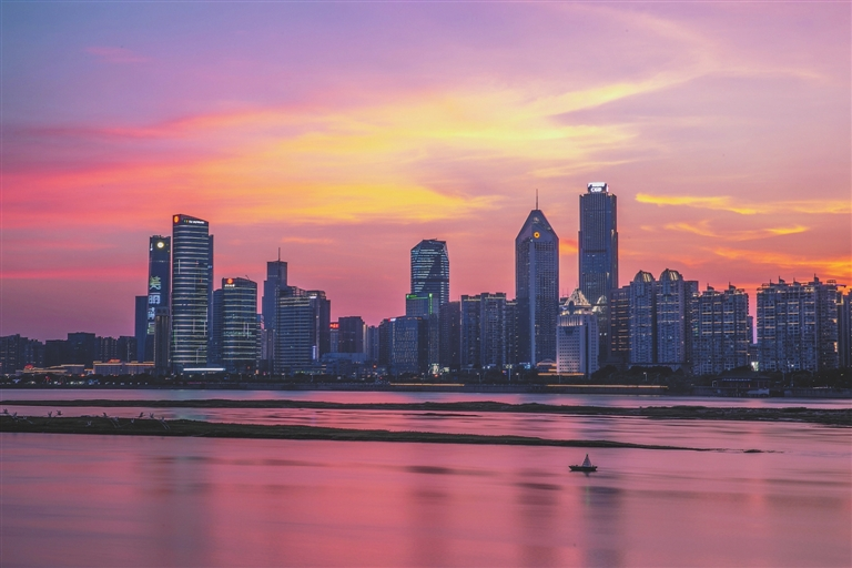 南昌红谷滩新区已落户168家VR企业,VR人才补贴最高50万元