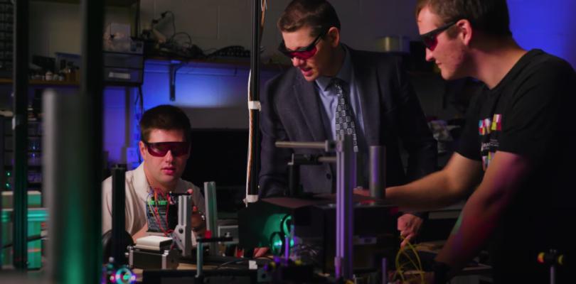 BYU团队利用激光束与粒子创建3D全息动画,无需头显和手机便可查看
