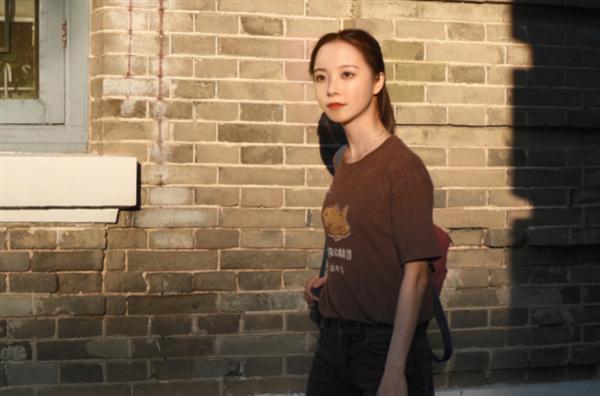 """中国首个虚拟学生""""华智冰""""入学清华大学"""