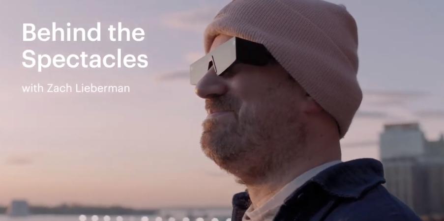 程序员Zach Lieberman通过Snap AR眼镜将诗句转换为AR体验