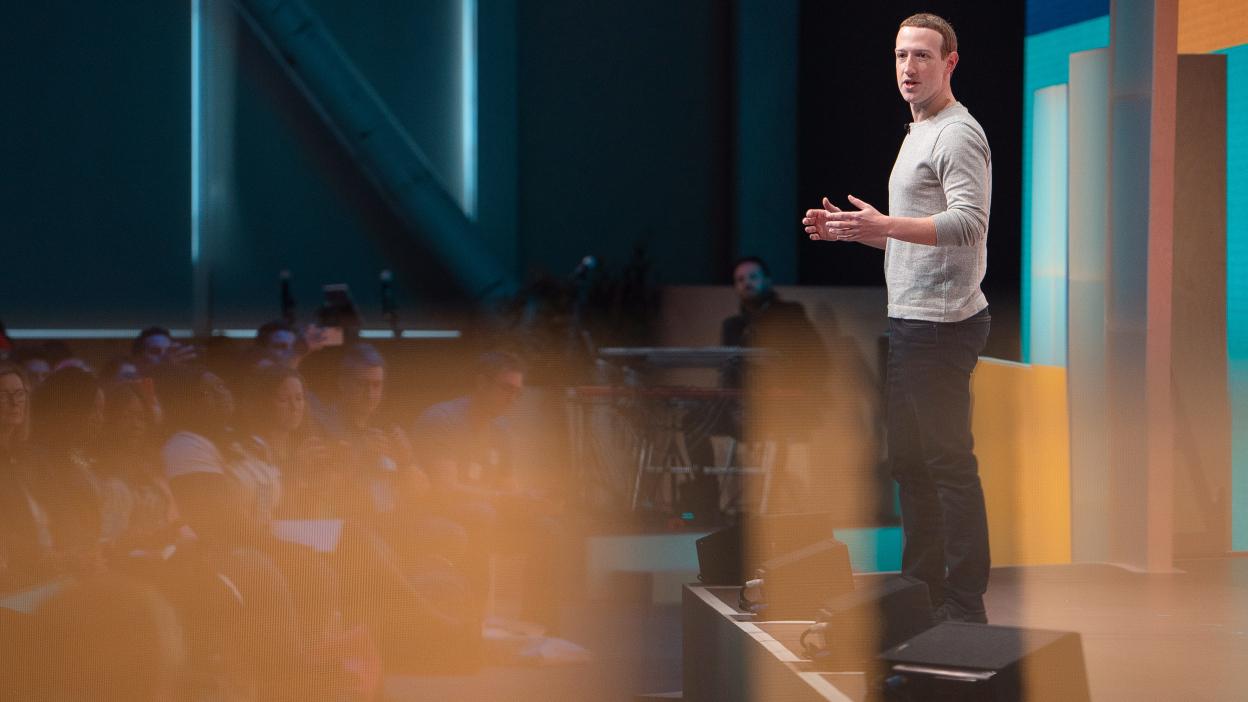 扎克伯格称Facebook的雷朋智能眼镜即将面世
