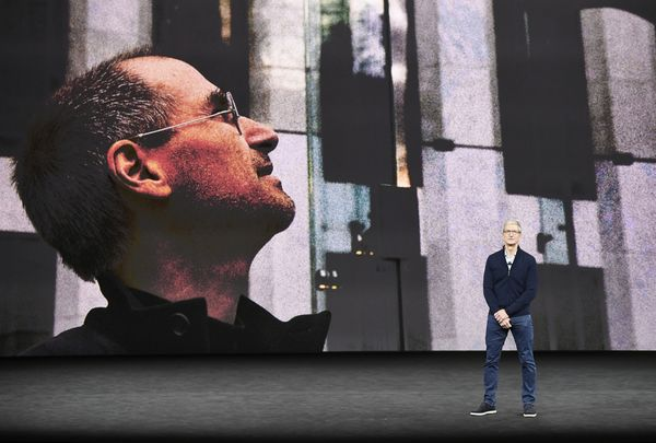 彭博:库克卸任前主要想开发的新品或是AR眼镜